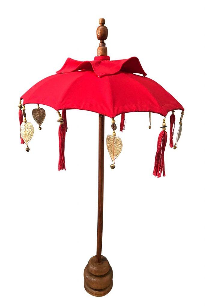 Kırmızı renkli dekoratif bali şemsiyesi