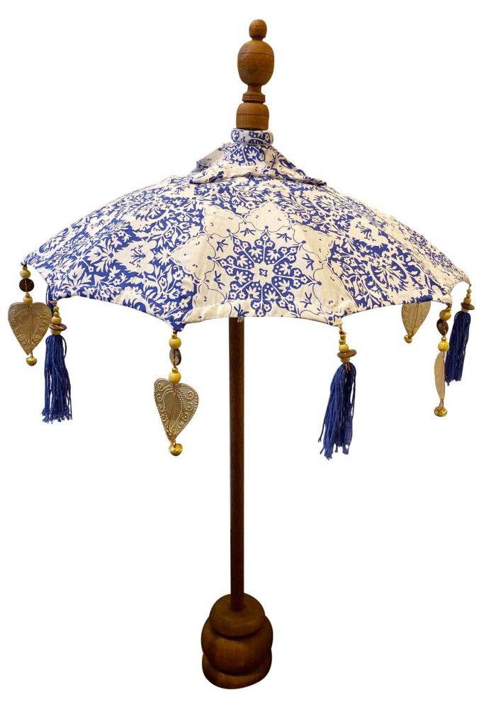 Mavi beyaz renkli dekoratif bali şemsiyesi